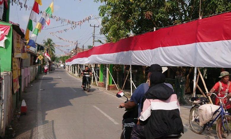 Bendera Merah Putih 120 Meter Terbentang di Kampung Dermaga Cianjur