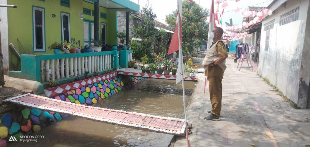 Bendera Merah Putih 120 Meter Terbentang di Kampung Dermaga