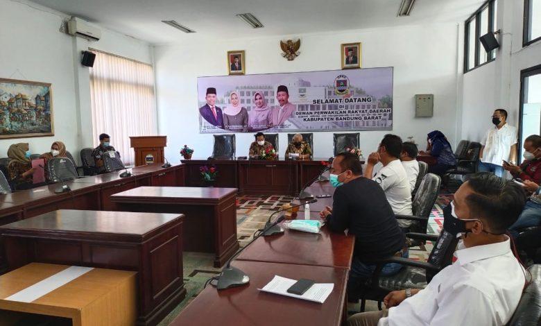 Forum Masyarakat Bandung Utara (Forbat) berunjuk rasa