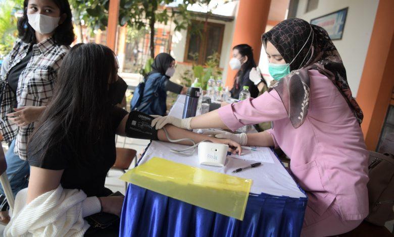 Vaksinasi SMAN 8 Bandung Targetkan 1.500 Orang Per Hari