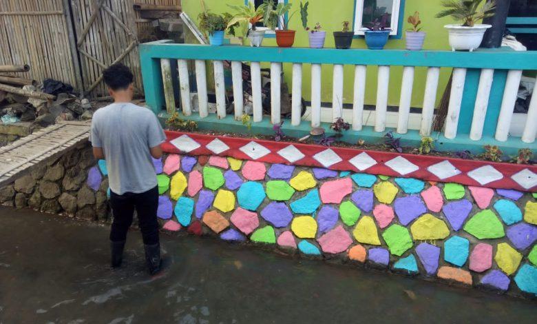 Warga Bojongpicung Sambut HUT RI Gotong Royong Rias Pekampungan