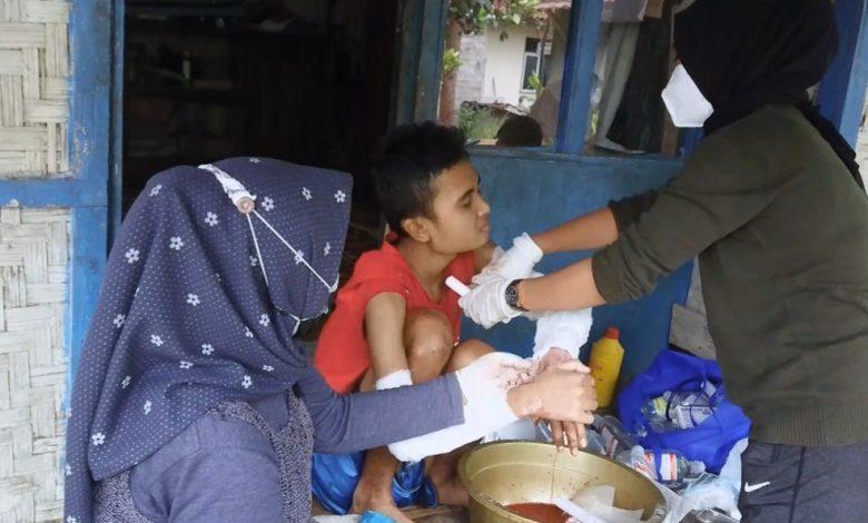 Asep Taupik Hidayat Didatangi Relawan Kemanusiaan