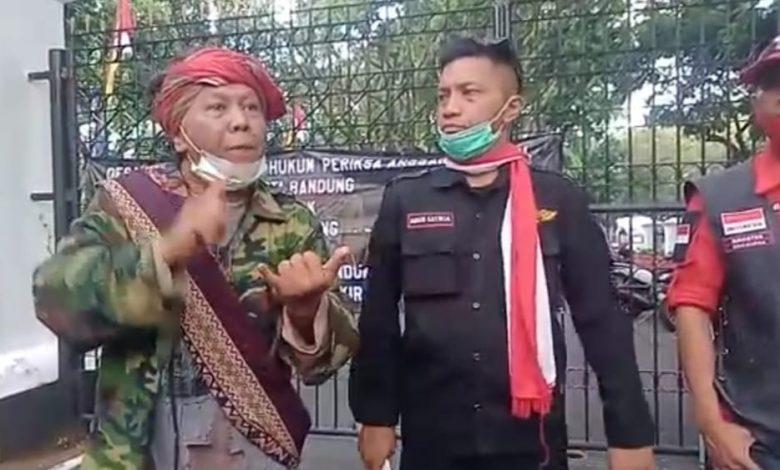 Manggala Garuda Putih dan AJI Berorasi di Pemkot Bandung