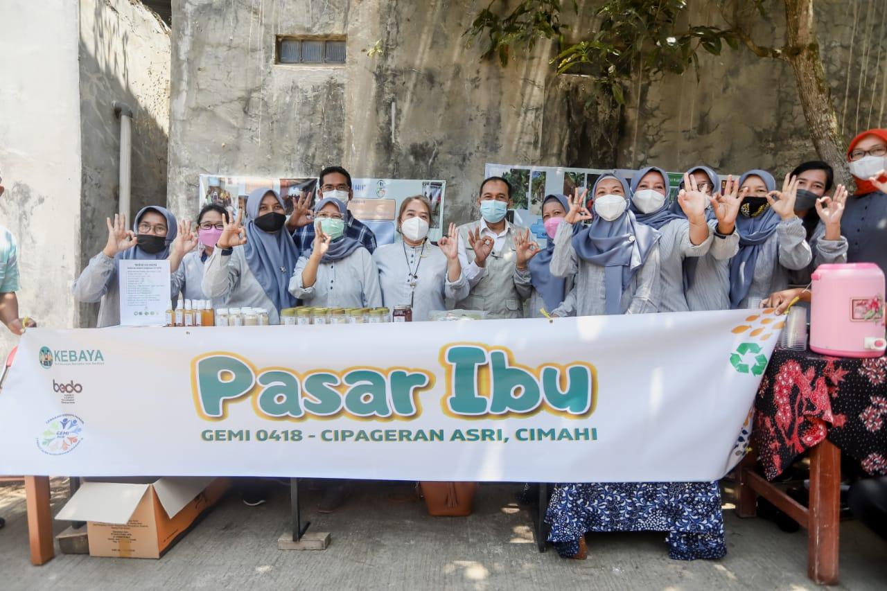 World Cleanup Day Pemkot Cimahi Hibah Motor dan Gerobak