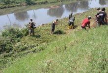 Subsektor 03 Cipamokolan Bersihkan Sungai Cipamokolan